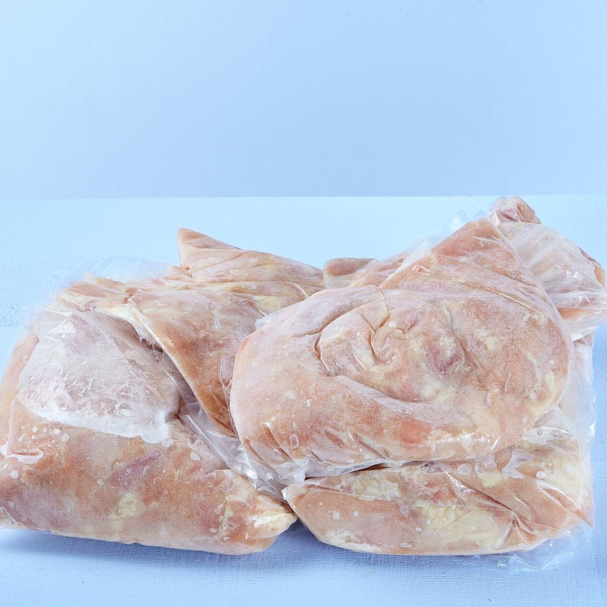 Morceaux de poitrines de poulet marinés
